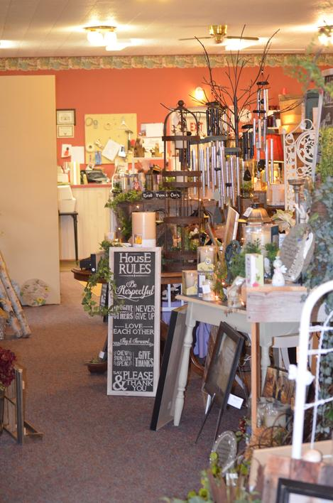Full service flower shop Manchester Iowa 52057 flowers gifts memorials chimes plants balloons gifts signs light boxes